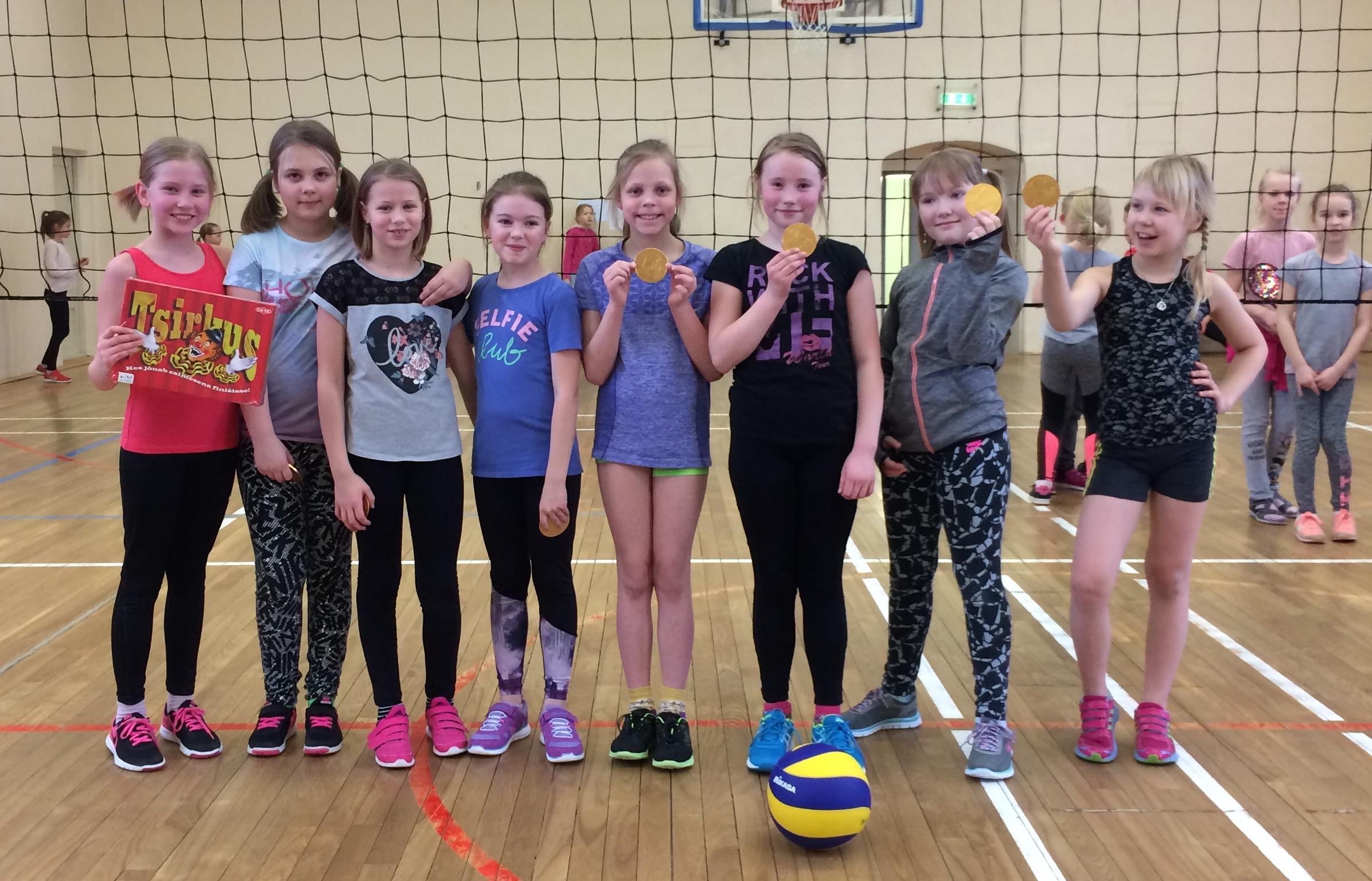 9335ae2d254 Teisipäeval (13.02) toimus pioneerpalli turniir kolmandate klasside  tüdrukutele. Turniir läks väga hästi. Kõik osalejad olid väga tublid!